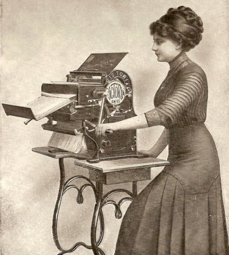 1913_Victoria_Copying_Machine.jpg