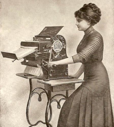 1913_Victoria_Copying_Machine.jpg