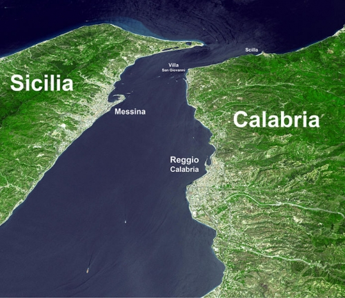 694px-Stretto_di_messina_satellite.jpg